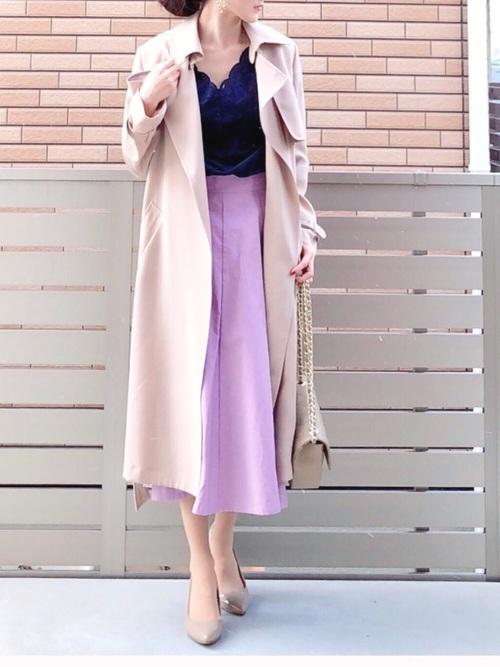 ピンクスカート×トレンチコートの40代春コーデ