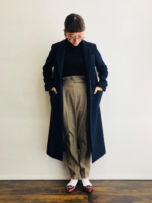 白靴下×ネイビーロングコートの冬コーデ