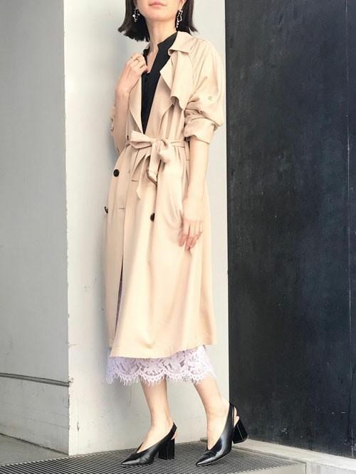 トレンチコート×紫総レースタイトスカート