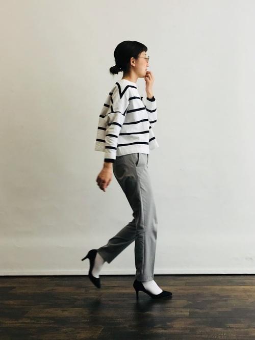 白靴下×ボーダー柄カットソーの秋コーデ
