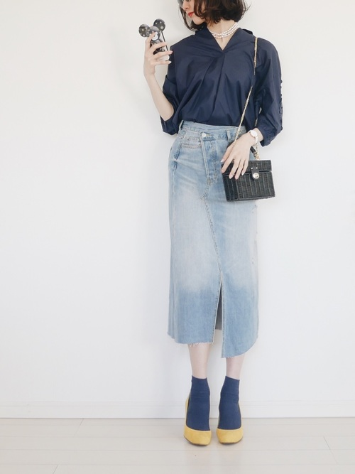 紺オープンカラーシャツ×タイトスカート×パンプス