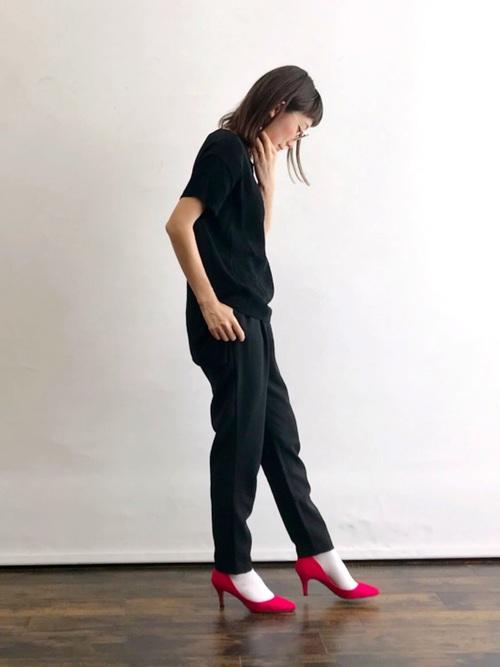 白靴下×オールブラックスタイルの夏コーデ