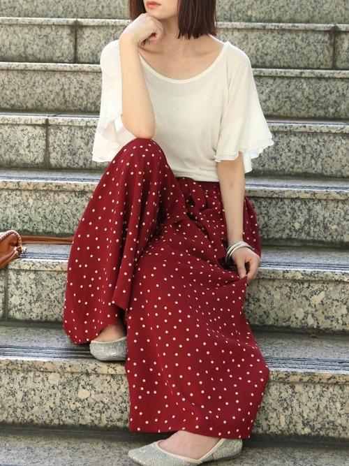 ゆったり半袖トップス×赤パンツ