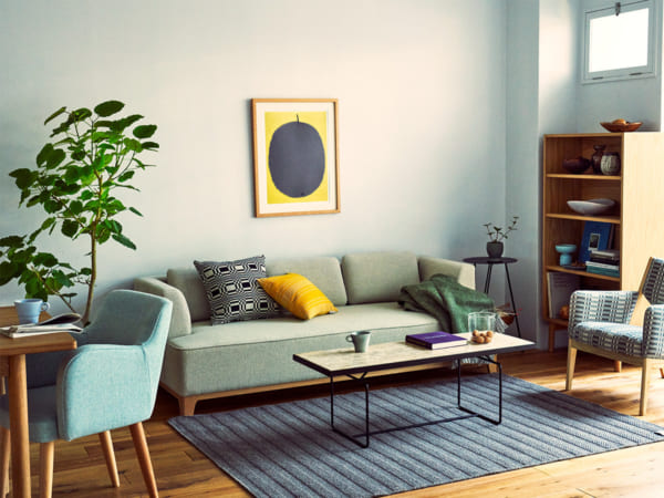壁際にソファを配置した例