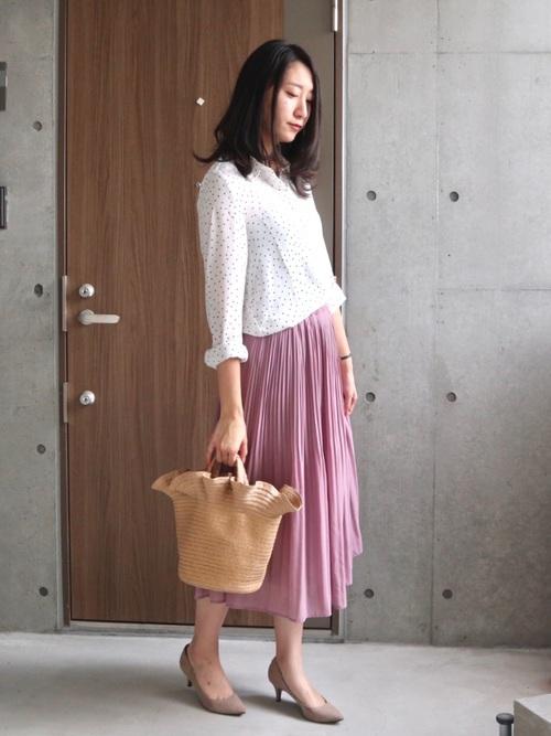 ピンクスカート×ドットブラウスの40代春コーデ