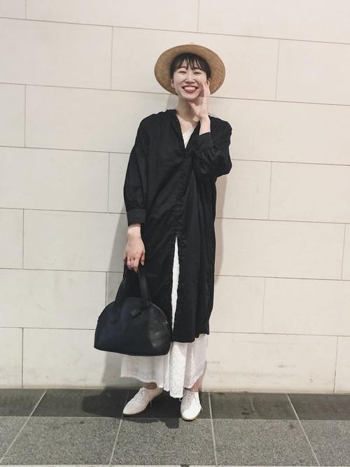 シャツワンピース×刺繍スカート