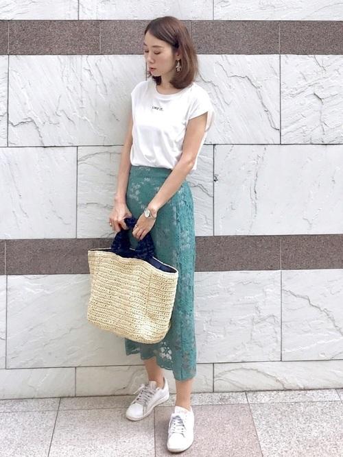 上品なグリーンスカートで夏の会社コーデ