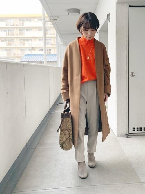 ノーカラーコート×モックネックセーター