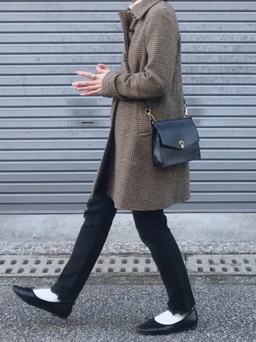 白靴下×茶色チェック柄コートの冬コーデ
