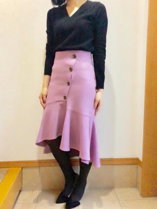 黒トップス×ラベンダースカート