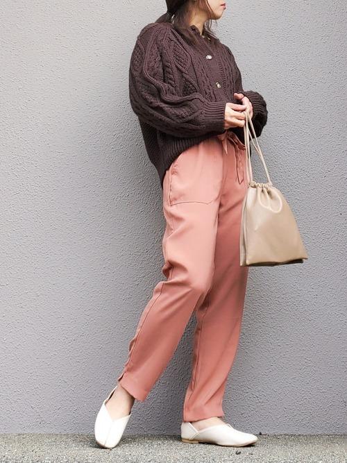 ピンクのドロストパンツ