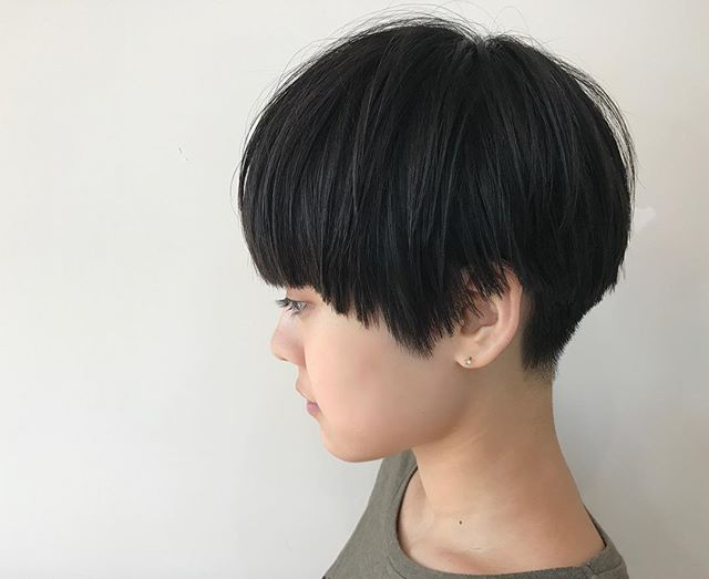 黒髪ですっきりお手入れ簡単ショート