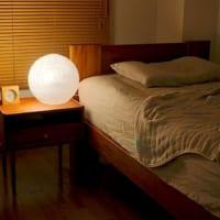 ベッドルームの照明を楽しみたい!インテリア別の楽しみ方にポンポンライトも