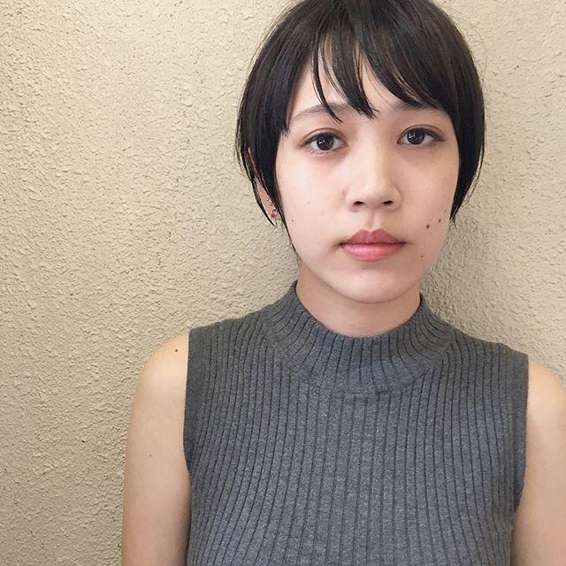 丸顔×黒髪×モダンボブ