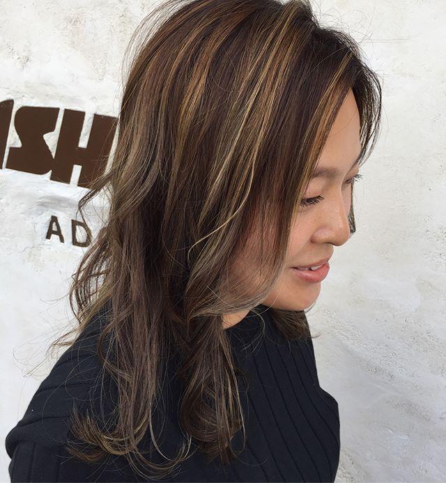 50代に似合うセミロング×前髪なしの髪型4