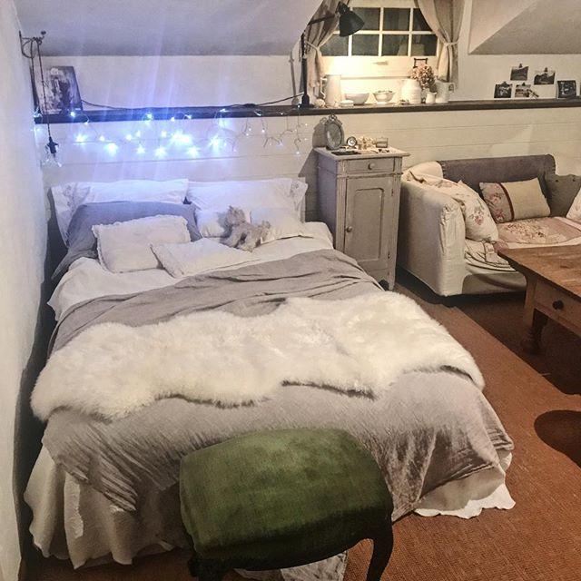 モノトーンの寝室《グレーメインのインテリア》5