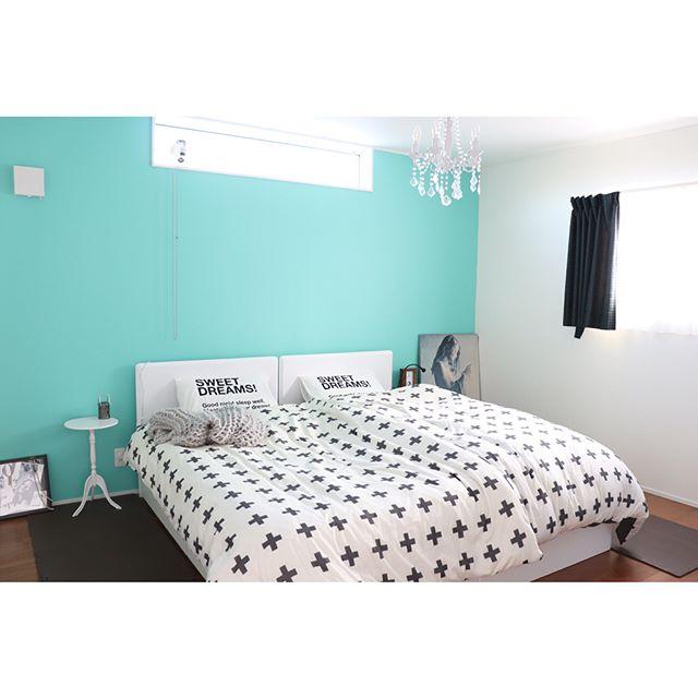 モノトーンの寝室《差し色を使ったインテリア》5