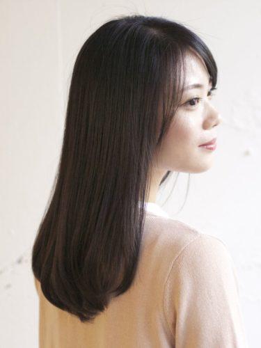 50代に似合うセミロング×ストレートの髪型5
