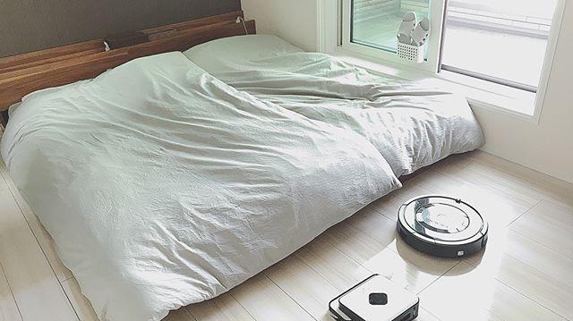 落ち着く寝室のミッドセンチュリーインテリア