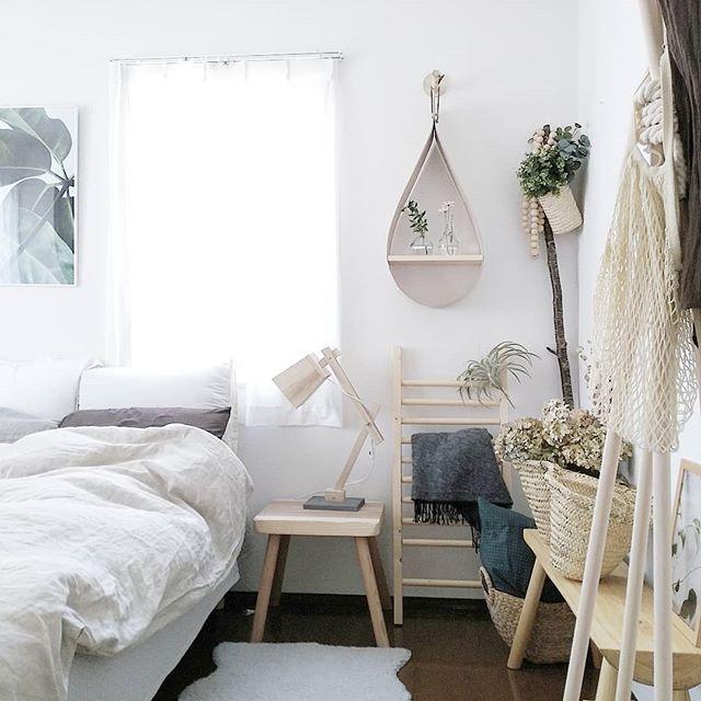 モノトーンの寝室《白メインのインテリア》2