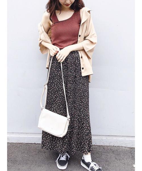 リブタンクトップ×小花柄ロングスカート