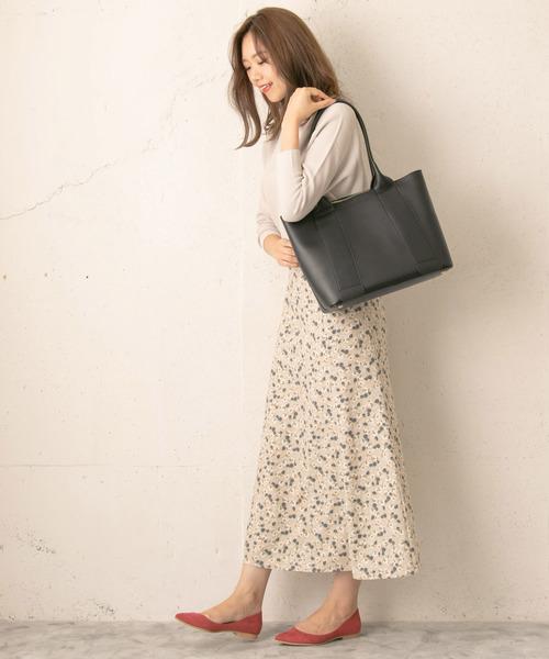 シンプルカットソー×花柄ロングスカート