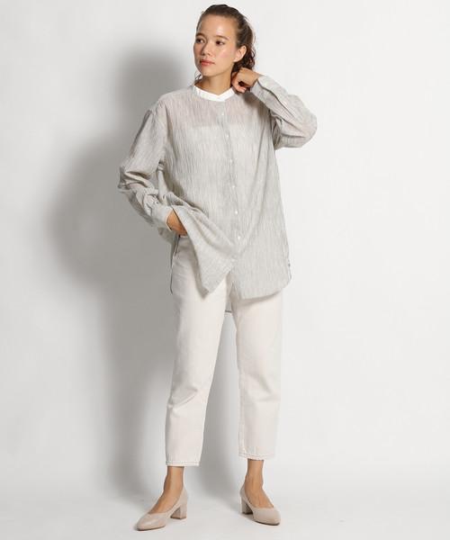 縦皺ストライプシャツ×テーパードパンツ