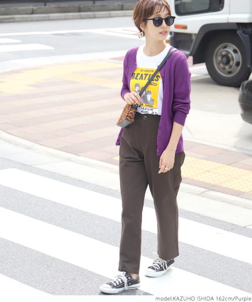 カジュアルパンツ×紫カーディガン