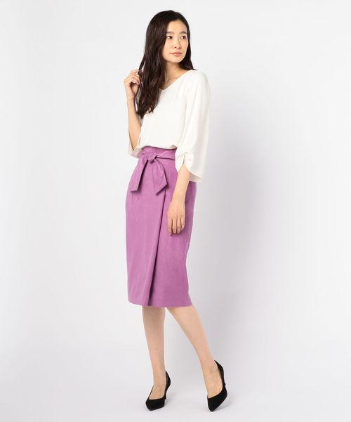 リボン付きピンクスカートの40代春コーデ