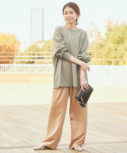 くすみカラーの組み合わせが大人っぽい服装