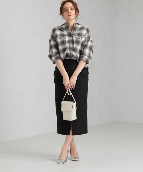 チェックルーズシャツ×タイトスカート