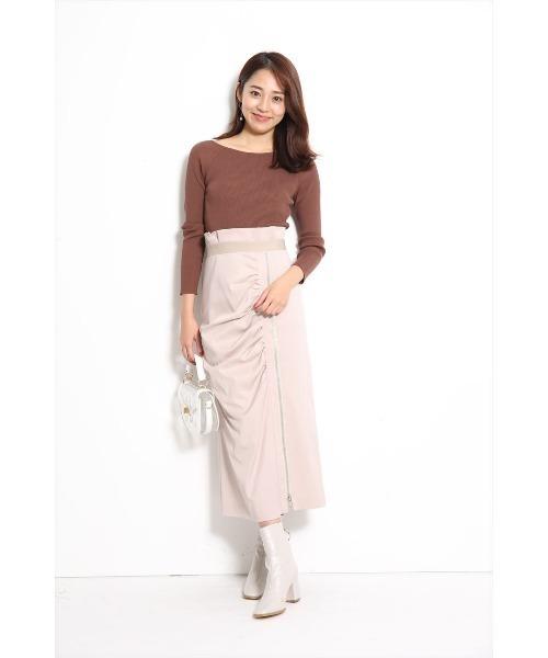 ピンクスカート×白ブーツの40代春コーデ