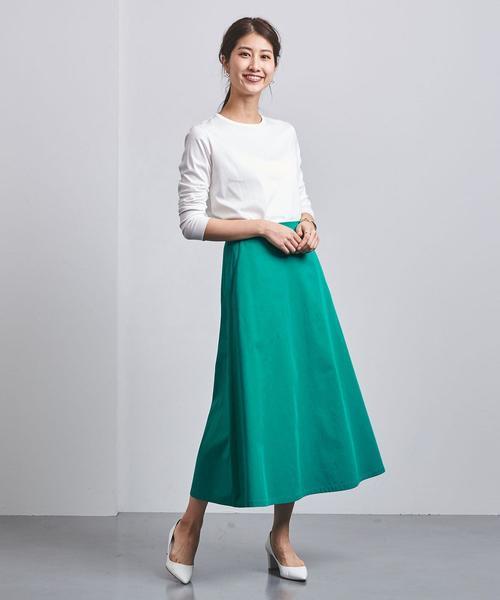 人目を引くカラースカートの春コーデ