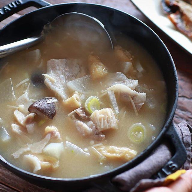 サバの味噌煮料理と!塩こうじ入り豚汁