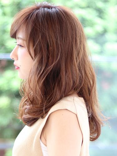 50代に似合うセミロング×前髪ありの髪型4