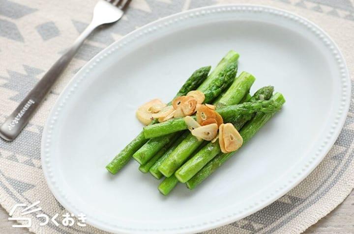 人気の美味しい副菜に!アスパラのガーリック炒め