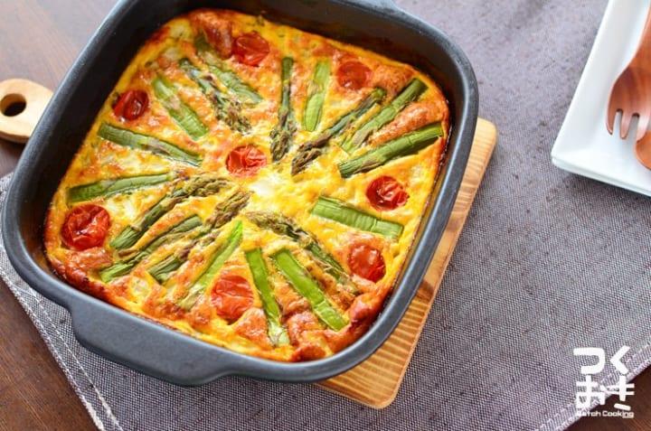 お弁当に!アスパラとトマトのオープンオムレツ