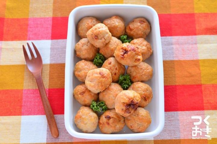 人気のおかずレシピ!エスニック風はんぺん鶏団子