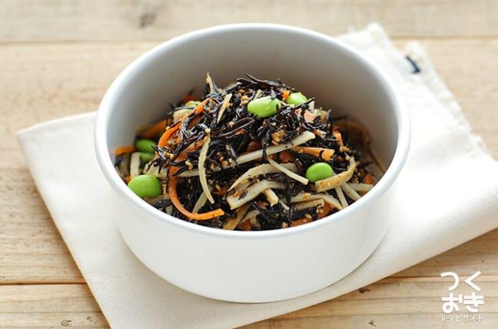 人気の料理に!ひじきとごぼうの鉄分サラダ