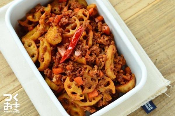 夕飯におすすめ!れんこんとひき肉の赤味噌炒め