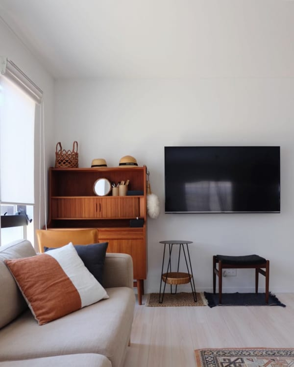 テレビは壁掛けにしてすっきりと