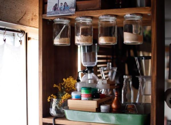 片手で瓶が開けられる調味料棚