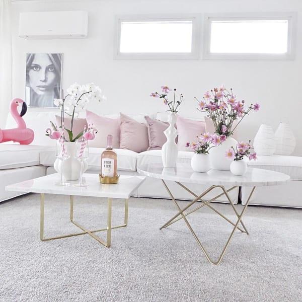 ホワイト×ピンクのかわいいリビング
