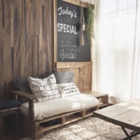 狭い部屋でもソファを置きたい!圧迫感のないリラックスインテリアの作り方