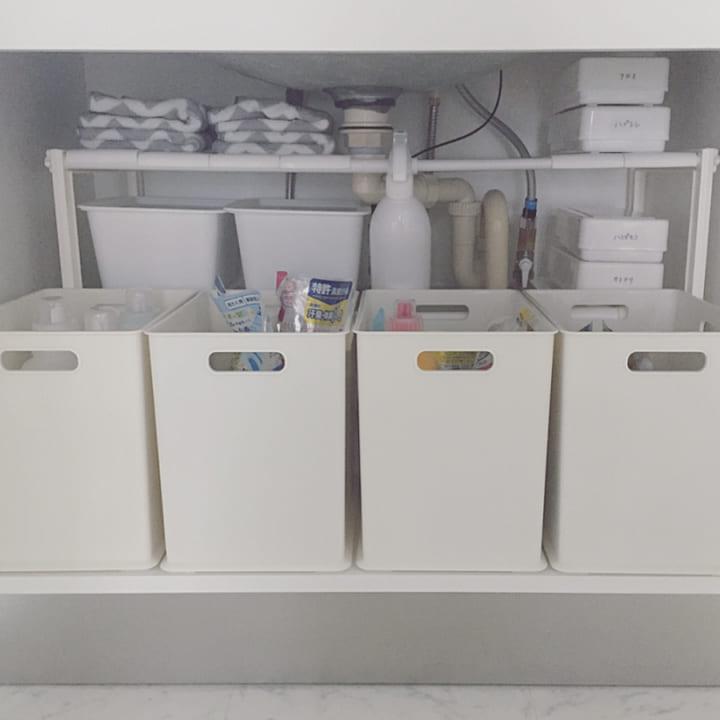洗面台下は収納ボックス&棚で整理整頓