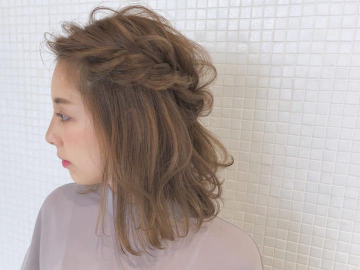 前髪も編み込んだ40代のハーフアップ