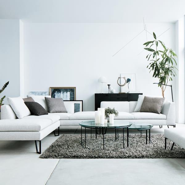 壁際にソファを配置した例4