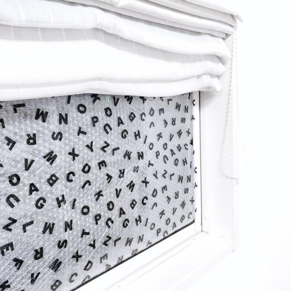 【セリア】アルファベット柄窓用断熱シート