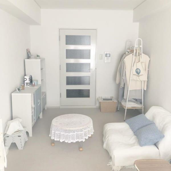ホワイト&グレーでまとめた部屋