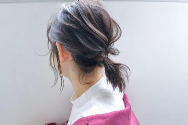繊細な髪の流れのポニーテール